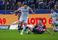 David Abraham (Eintracht Frankfurt) trennt Nadiem Amiri (Bayer Leverkusen) vom Ball - 18.10.2019: Eintracht Frankfurt vs. Bayer 04 Leverkusen, Commerzbank Arena, <br /> DISCLAIMER: DFL regulations prohibit any use of photographs as image sequences and/or quasi-video.