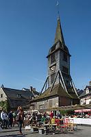 France, Calvados (14), Côte Fleurie, Honfleur,  Clocher de l'église Sainte-Catherine de Honfleur et le marché aux puces  //   France, Calvados, Côte Fleurie, Honfleur, Saint-Catherine's Church spire and the Flea Market