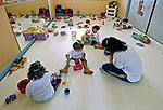 Crianças brincando em creche. São Paulo. 2005. Foto de Juca Martins.