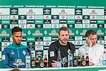 15.03.2019, Weserstadion, Bremen, GER, 1.FBL, PK SV Werder Bremen<br /> <br /> im Bild<br /> Übersicht, Theodor Gebre Selassie (Werder Bremen #23), Florian Kohfeldt (Trainer SV Werder Bremen), Frank Baumann (Geschäftsführer Fußball Werder Bremen), <br /> bei PK / Pressekonferenz vor dem Auswärtsspiel bei Bayer 04 Leverkusen, <br /> <br /> Foto © nordphoto / Ewert