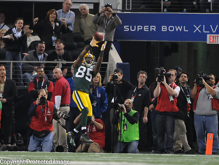 Green Bay Packers receiver Greg Jennings makes a touchdown catch alone in the end zone against the Pittsburgh Steelers during the fourth quarter of Super Bowl XLV at Cowboys Stadium in Arlington, Texas on Feb. 6, 2011.