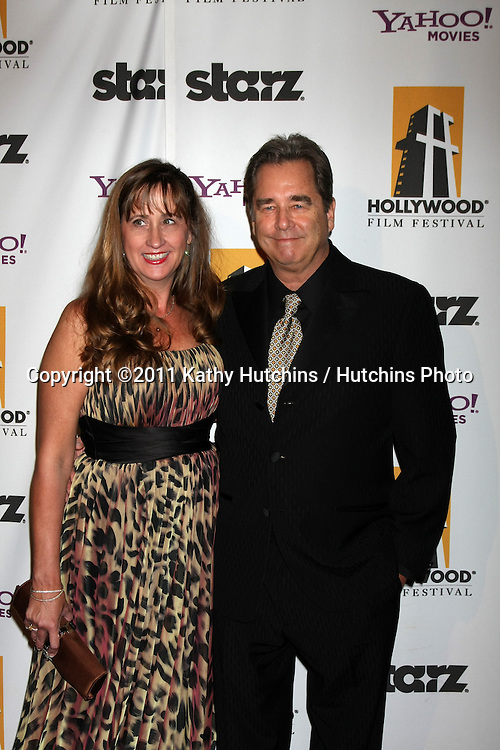 LOS ANGELES - OCT 24:  Wendy & Beau Bridges arriving at the 15th Annual Hollywood Film Awards Gala at Beverly Hilton Hotel on October 24, 2011 in Beverly Hllls, CA