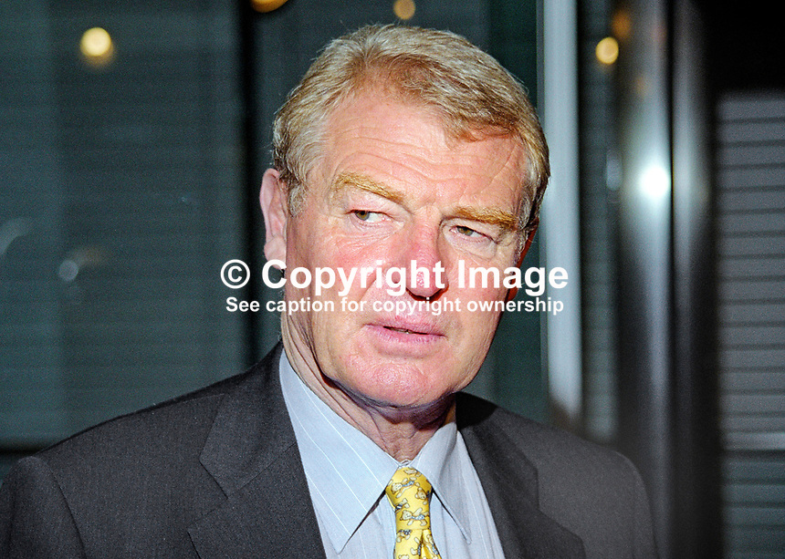 Paddy Ashdown, Liberal Democrat MP, Britain. Retired 1999 as party leader. Ref:199909046<br /> <br /> Copyright Image from Victor Patterson, 54 Dorchester Park, Belfast, UK, BT9 6RJ<br /> <br /> t: +44 28 90661296<br /> m: +44 7802 353836<br /> vm: +44 20 88167153<br /> e1: victorpatterson@me.com<br /> e2: victorpatterson@gmail.com<br /> <br /> For my Terms and Conditions of Use go to www.victorpatterson.com
