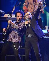 HOLLYWOOD FL - JUNE 30 : Steve Lukather performs with Ringo Starr at Hard Rock Live held at the Seminole Hard Rock Hotel &amp; Casino on June 30, 2012 in Hollywood, Florida. &copy;&nbsp;mpi04/MediaPunch Inc /*NORTEPHOTO.COM*<br /> *SOLO*VENTA*EN*MEXiCO* *CREDITO*OBLIGATORIO** *No*Venta*A*Terceros* *No*Sale*So*third* ***No Se*Permite*Hacer*Archivo** *No*Sale*So*third*&Acirc;&copy;Imagenes con derechos de autor,&Acirc;&copy;todos reservados. El uso de las imagenes est&Atilde;&iexcl; sujeta de pago a nortephoto.com El uso no autorizado de esta imagen en cualquier materia est&Atilde;&iexcl; sujeta a una pena de tasa de 2 veces a la normal. Para m&Atilde;&iexcl;s informaci&Atilde;&sup3;n: nortephoto@gmail.com* nortephoto.com.