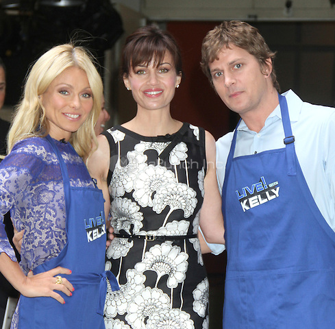 NEW YORK,NY - July 19, 2012: Kelly Ripa with Rob Thomas and Carla Gugino on Live! with Kelly filming the Grilling with the Stars segment. New York City. © RW/MediaPunch Inc.