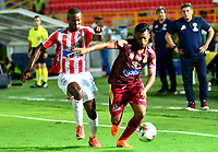 IBAGUE - COLOMBIA, 20-02-2019: Omar Albornoz de Deportes Tolima disputa el balón con Willer Ditta de Atlético Junior, durante partido aplazado entre Deportes Tolima y Atlético Junior, de la fecha 1 por la Liga Águila I 2019, jugado en el estadio Manuel Murillo Toro de la ciudad de Ibague. / Omar Albornoz of  Deportes Tolima vies for the ball with Willer Ditta of Atletico Junior, during a posponed match between Deportes Tolima and Atletico Junior of the 1st date for the Aguila League I 2019, played at Manuel Murillo Toro stadium in Ibague city. Photo: VizzorImage / Juan Carlos Escobar / Cont.