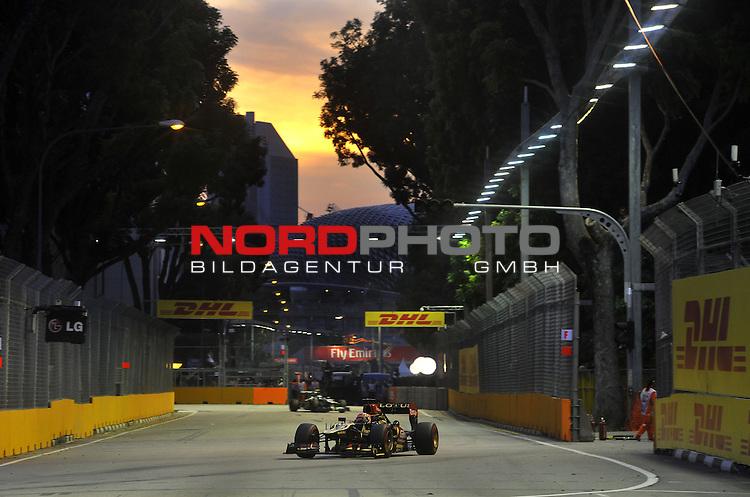 19.-22.09.2013, Marina-Bay-Street-Circuit, Singapur, SIN, F1, Grosser Preis von Singapur, Singapur, DHL Branding - Kimi Raikkonen (FIN), Lotus Renault F1 Team <br />  Foto &copy; nph / Mathis