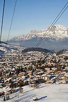 Europe/France/Rhone-Alpes/74/Haute-Savoie/Megève: La station et ses chalets vue depuis le téléphérique de Rochebrune