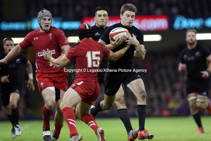Pictured: Beauden Barrett of New Zealand (R) avoids a tackle by Leigh Halfpenny of Wales (15) to score yet another try for his team Saturday 22 November 2014<br />