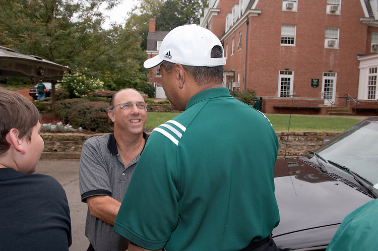 President McDavis & Mrs. McDavis Greeting students & families during Student Move in Day on 8/31/06....Gene Weiss & Alec Weiss(son)
