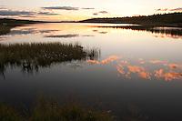 Abendstimmung an einem See in Skandinavien, Norwegen, Sonnenuntergang, Abend, Spiegelungen