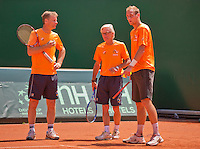 Austria, Kitzbuhel, Juli 15, 2015, Tennis, Davis Cup, Training Dutch team, Thiemo de Bakker (R) with coach Martin Bohm (M) and captain Jan Siemerink<br /> Photo: Tennisimages/Henk Koster
