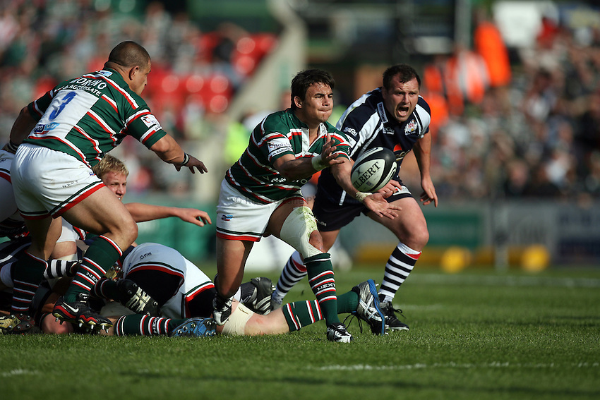 Photo: Rich Eaton...Leicester Tigers v Bristol Rugby. Guinness Premiership. 05/05/2007. Leicester's Harry Ellis passes.