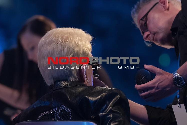 16.05.2015, &Ouml;VB-Arena, Bremen, GER, DSDS sucht den Superstar _ Finale 2015, im Bild<br /> <br /> <br /> Heino (DSDS Jury 2015) wird geschminkt<br /> <br /> Foto &copy; nordphoto / Kokenge