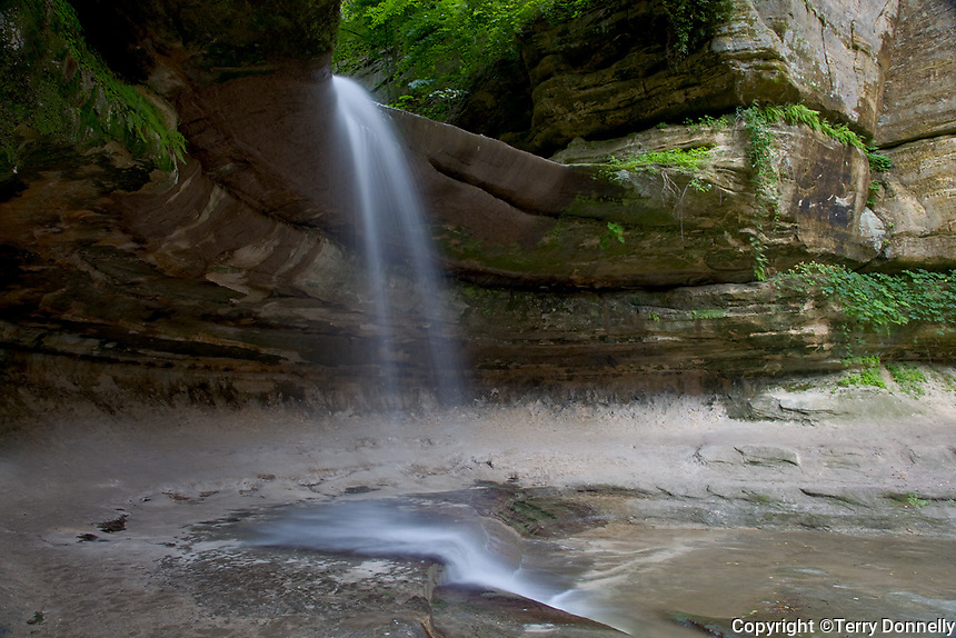 Starved Rock State Park, IL<br /> Waterfall flowing over the the sandstone cliffs of LaSalle canyon