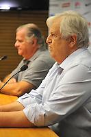 SANTOS, SP, 15.12.2014 - PRESIDENTE SANTOS - ELEITO - O presidente do Santos Futebol Clube, Odílio Rodrigues (E), participa de reunião de transição com o presidente eleito para o próximo triênio (2015/2017) Modesto Roma Júnior (D), na Vila Belmiro, nesta segunda-feira. Modesto venceu as eleições realizadas no clube no último sábado (14), que teve outros quatro candidatos. (FOTO: GUILHERME KASTNER / BRAZIL PHOTO PRESS).