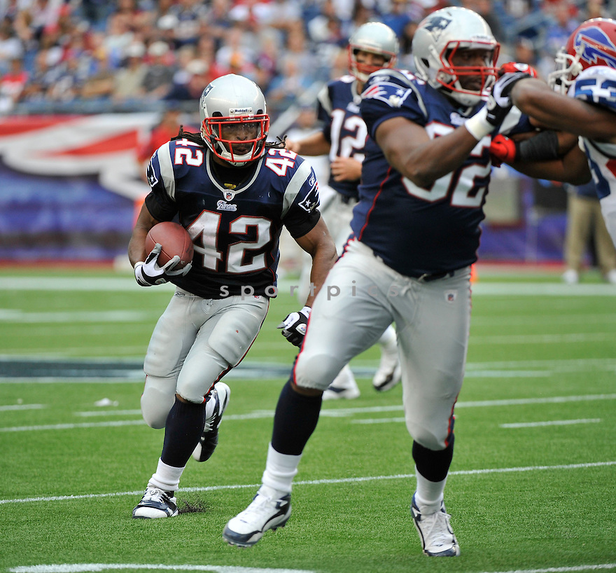 BENJARVUS GREEN-ELLIS, of the New England Patriots,  in action during the Patriots  game against the Buffalo Bills on September 26, 2010 at Gilette Stadium in Foxboro, Massachusetts..Patriots defeated the Bills 38-30