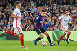 Philippe Coutinho of FC Barcelona (C) runs with the ball during the La Liga 2018-19 match between FC Barcelona and Sevilla FC at Camp Nou Stadium on October 20 2018 in Barcelona, Spain. Photo by Vicens Gimenez / Power Sport Images