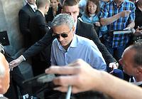 IM BILD: José / Jose Mourinho - Diverse Prominente treffen am Mittwoch (05.06.2013) nach und nach im Hotel Steigenberger in Leipzigs Innenstadt ein. Zahlreiche Autogrammjäger und Fans haben sich davor versammelt. Am Abend werden die Gäste beim Abschiedsspiel von Michael Ballack in der Red-Bull-Arena teilnehmen. <br /> Foto: Christian Nitsche
