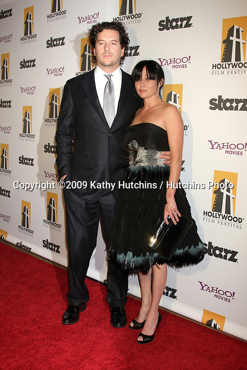 Shannen Doherty & guest.arriving at the 13th Annuall Hollywood Film Festival Awards Gala Ceremony.Beverly Hilton Hotel.Beverly Hills,  CA.October 26, 2009.©2009 Kathy Hutchins / Hutchins Photo.