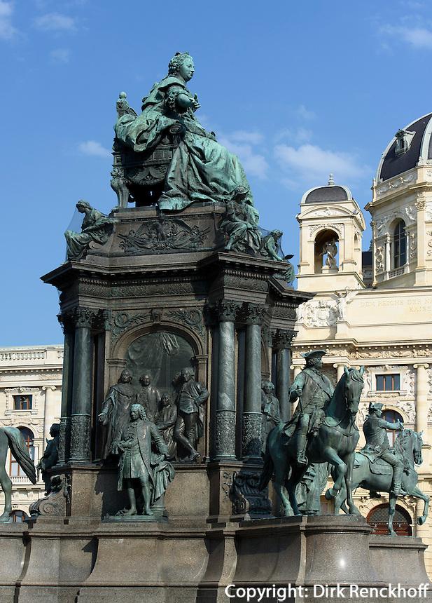 Naturhistorisches Museum und Denkmal Maria Theresia am Maria-Theresien-Platz, Wien, &Ouml;sterreich, UNESCO-Weltkulturerbe<br /> Museum of Natural History and monument  Maria Theresia, Vienna, Austria, world heritage
