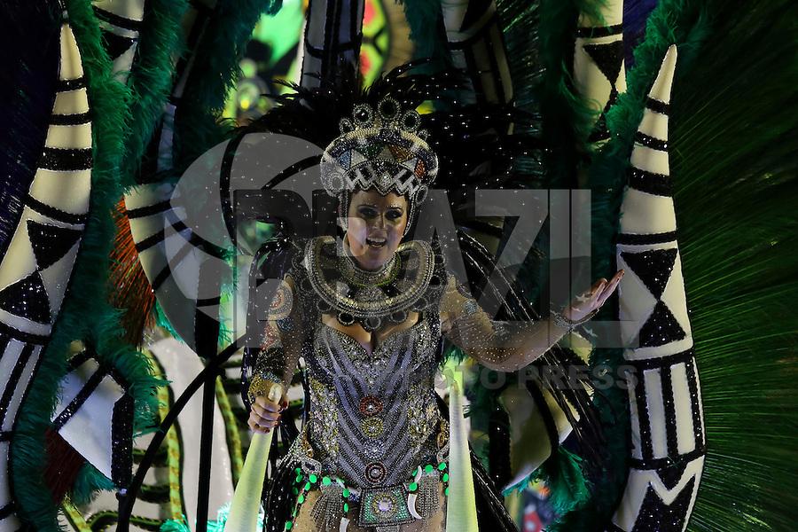 RIO DE JANEIRO, RJ, 17.02.2015 - CARNAVAL 2015 - RIO DE JANEIRO - GRUPO ESPECIAL / IMPERATRIZ LEOPOLDINENSE - Destaque do carro abre-alas da escola de samba Imperatriz Leopoldinense durante desfile do grupo especial do Carnaval do Rio de Janeiro, na madrugada desta terça-feira, 17. (Foto: Gustavo Serebrenick / Brazil Photo Press)