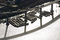 4415/ Schuten: EUROPA, DEUTSCHLAND, HAMBURG, (EUROPE, GERMANY), 14.11.2005: Schuten unter der .westlichen Auffahrt der Koehlbrandbruecke. Hafenschlick wird damit zu den Deponieflächen befördert.