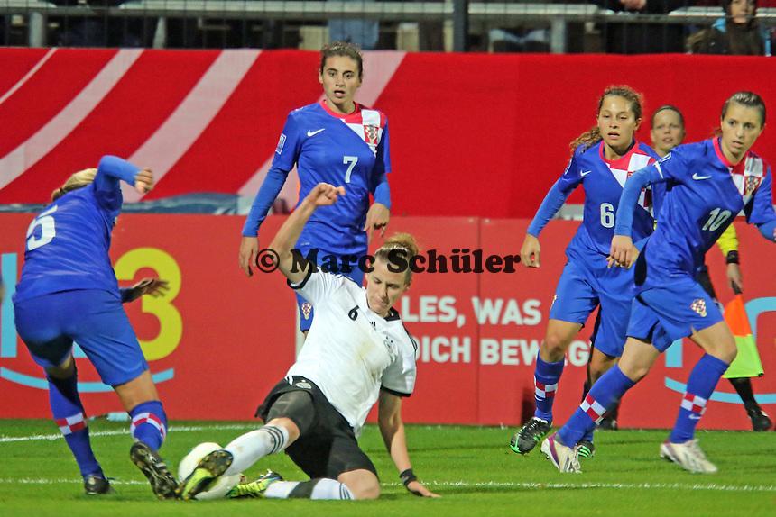 Simone Laudehr (D) gegen Allison Lee Scurich (CRO) - Deutschland vs. Kroatien, WM-Qualifikation, Frankfurter Volksbank Stadion