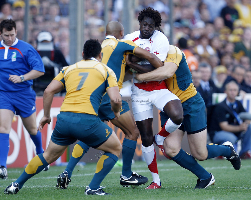 Photo: Richard Lane/Richard Lane Photography..Australia v England. Quarter Final, IRB Rugby World Cup, RWC 2007. 06/10/2007. .England's Paul Sackey attacks the Australia defence.