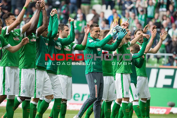 02.05.2015, Weser Stadion, Bremen, GER, 1.FBL. Werder Bremen vs Eintracht Frankfurt, im Bild<br /> <br /> Schlussjubel nach dem 1 zu 0 vor der Ostkurve<br /> Davie Selke (Bremen #27)<br /> Assani Lukimya (Bremen #5)<br /> Levin &Ouml;ztunali / Oeztunali (Bremen #11) <br /> Izet Hajrovic (Bremen #14)<br /> Philipp Bargfrede (Bremen #44)<br /> Janek Sternberg (Bremen #37)<br /> Lukas F&ouml;rde / Friede (Bremen #39)<br /> Levent Aycicek (Bremen #21)<br /> Sebastian Pr&ouml;dl / Proedl (Bremen #15)<br /> Theodor Gebre Selassie (Bremen #23)<br /> <br /> <br /> <br /> Foto &copy; nordphoto / Kokenge