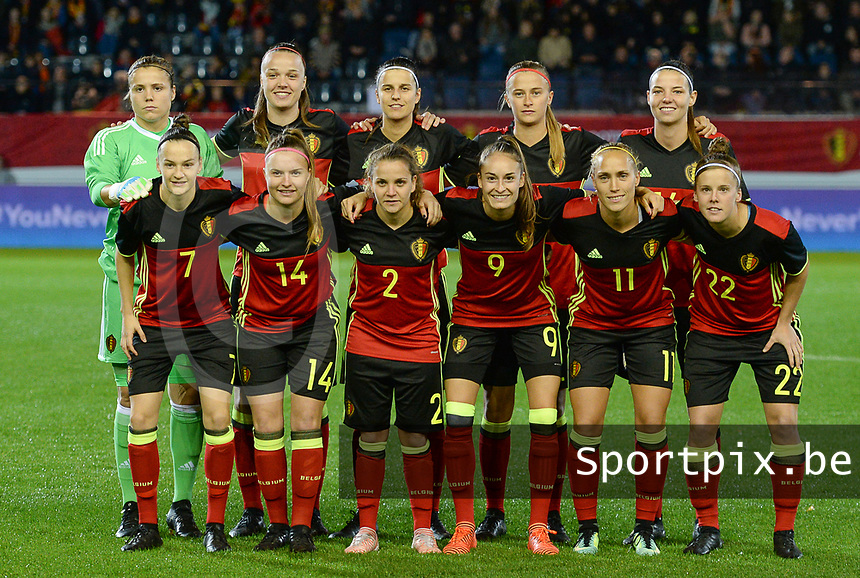 20171020 - LEUVEN , BELGIUM : Belgian team poses for the teampicture with Justien Odeurs , Tine De Caigny , Laura De Neve , Julie Biesmans , Nicky Van Den Abbeele , Elke Van Gorp , Davinia Vanmechelen , Davina Philtjens , Tessa Wullaert , Janice Cayman and Laura Deloose (r) during the female soccer game between the Belgian Red Flames and Romania , the second game in the qualificaton for the World Championship qualification round in group 6 for France 2019, Friday 20 th October 2017 at OHL Stadion Den Dreef in Leuven , Belgium. PHOTO SPORTPIX.BE   DAVID CATRY