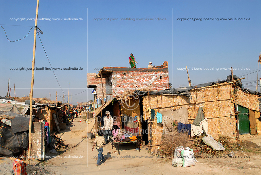 INDIA, New Delhi, forced shifted slum dweller at Slum Naglamachi at outskirts of Dehli, the people are mosty dalits  / INDIEN  Neu Delhi , <br /> zwangs umgesiedelte Dalits im Slum Naglamachi am Stadtrand von Dehli