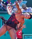 PARIJS - De Amerikaanse Venus Williams  in haar partij tegen de Patty Schnyder (Zwitserland), zondag tijdens de eerste ronde van  Frans Open  tennis op Roland Garros in Parijs.