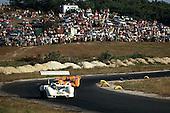 Jim Hall in Chaparral 2G leading Bruce McLaren in McLaren M8-Chevrolet at the 1968 Bridgehampton Can-Am.