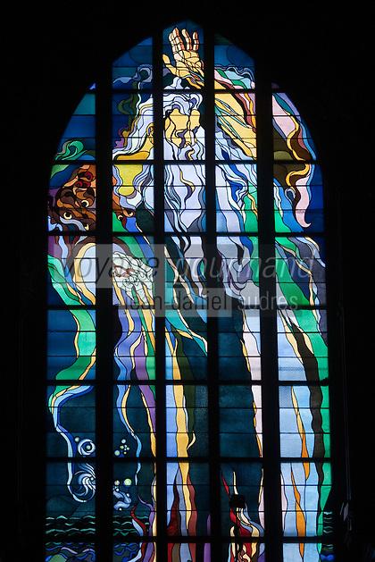 Europe/Voïvodie de Petite-Pologne/Cracovie: Vitrail dans l'église des franciscains , le dieu créateur, par  Stanislas Wyspianski