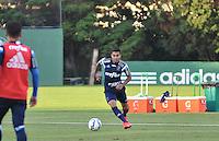 SÃO PAULO,SP, 29.05.2015 - FUTEBOL-PALMEIRAS - Dudu do Palmeiras durante treinamento do Palmeiras na Academia de Futebol, na Barra Funda zona oeste nesta sexta-feira, 29. (Foto: Bruno Ulivieri/Brazil Photo Press)