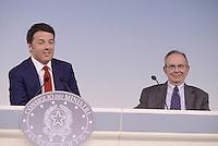 Roma, 18 Maggio 2015.<br /> Matteo Renzi, Pier Carlo Padoan.<br /> Conferenza stampa a Palazzo Chigi al termine del Consiglio dei Ministri sul decreto per i rimborsi delle pensioni.