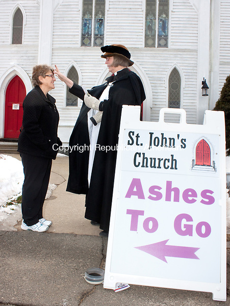 NEW HARTFORD CT- MARCH05 2014 030514DA01-Carol Cable of Hawinton receives her ashes by the Rev. Salin Low of St. John's Episcopal Church in New Hartford during an &quot;Ashes to Go&quot; held outside of the church on Wednesday. Ash Wednesday marks the beginning of the season of Lent and for some with a busy schedules this service offers the imposition of ashes to commuters as they pass through downtown New Hartford.<br /> Darlene Douty Republican American