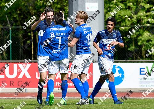 2017-04-30 / voetbal / seizoen 2016-2017 / FC Turnhout - Racing Mechelen / Jelle Schijvenaars (l) (FC Turnhout) heeft gescoord en viert dit met Steven Dillen (Nr 7) (FC Turnhout) en Stef Goossens (nr 11) (FC Turnhout)