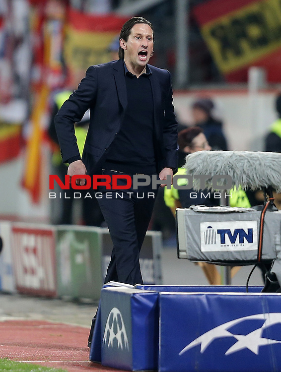 25.02.2015, Bay-Arena, Leverkusen, Championsleague, Bayer 04 Leverkusen vs. Atletico Madrid<br /> Trainer Roger Schmidt (Leverkusen)<br /> Foto &copy; nordphoto /  Bratic