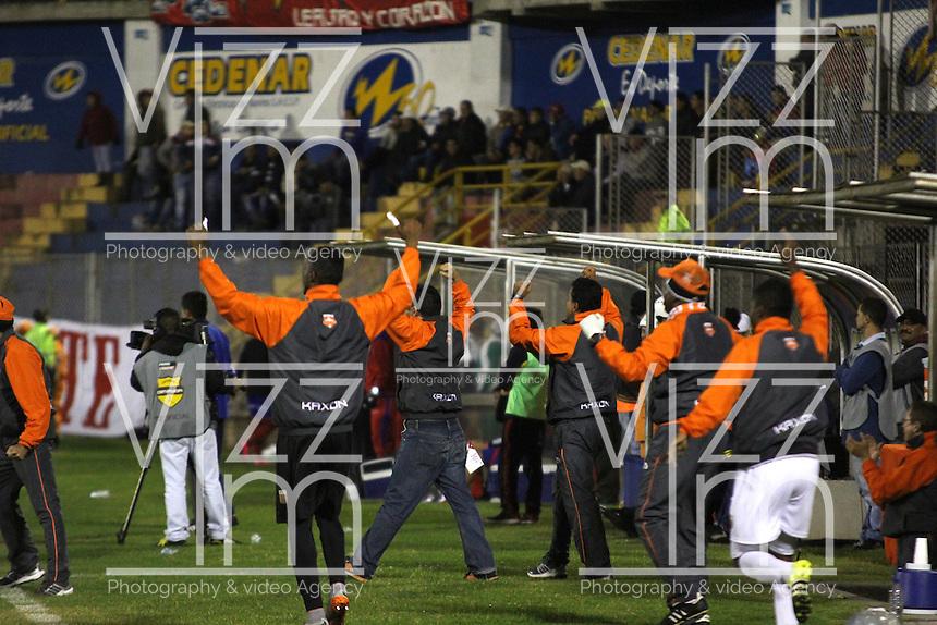 PASTO - COLOMBIA -25-02-2016: Los jugadores de Envigado FC, celebran el gol anotado al Deportivo Pasto durante partido Deportivo Pasto y Envigado FC, por la fecha 6 de la Liga Aguila I 2016, jugado en el estadio Libertad de la ciudad de Pasto.  / The players of Envigado FC, celebrate a scored goal to Deportivo Pasto during a match Deportivo Pasto and Envigado FC, for the date 6 of the Liga Aguila I 2016 at the Libertad stadium in Pasto city. Photo: VizzorImage  / Leonardo Castro / Str.