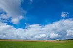 Europa, DEU, Deutschland, Hessen, Kellerwald, Bad Zwesten, Landschaft, Wolkenstimmung, Cumuluswolken, , Kategorien und Themen, Natur, Umwelt, Landschaft, Landschaftsfotos, Landschaftsfotografie, Landschaftsfoto, Wetter, Wetterelemente, Wetterlage, Wetterkunde, Witterung, Witterungsbedingungen, Wettererscheinungen, Meteorologie, Wettervorhersage....[Fuer die Nutzung gelten die jeweils gueltigen Allgemeinen Liefer-und Geschaeftsbedingungen. Nutzung nur gegen Verwendungsmeldung und Nachweis. Download der AGB unter http://www.image-box.com oder werden auf Anfrage zugesendet. Freigabe ist vorher erforderlich. Jede Nutzung des Fotos ist honorarpflichtig gemaess derzeit gueltiger MFM Liste - Kontakt, Uwe Schmid-Fotografie, Duisburg, Tel. (+49).2065.677997, archiv@image-box.com, www.image-box.com]