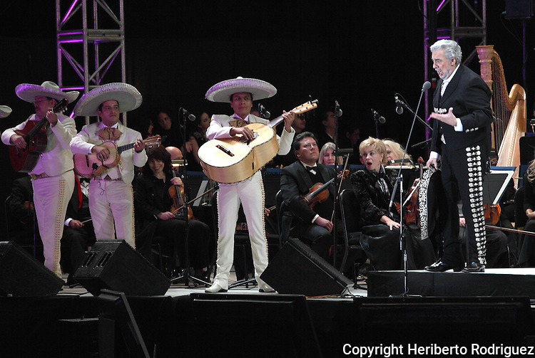 Opera tenor singer Placido Domingo performs an opera song with Mariachi 2000 during the Concert of the Angel in Mexico City, December 19, 2009. Domingo is one of the most important opera singers ans he has made over one hundred recordings and appeared in different films too. Photo by Heriberto Rodriguez