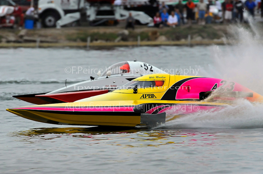 "13-14 June, 2009, APBA Inboards, Walled Lake, Novi, MI. USA.Tom Thompson, A-52 ""Fat Chance IV"", 2.5 Mod hydroplane, Mike Monohan, A-23 ""Geezerboat"", 2.5 Mod hydroplane.©F. Peirce Williams 2009 USA.F.Peirce Williams.photography.ref: RAW (.NEF) File Available"