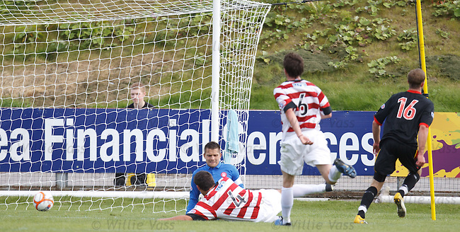 Christie Elliot scores for Partick Thistle