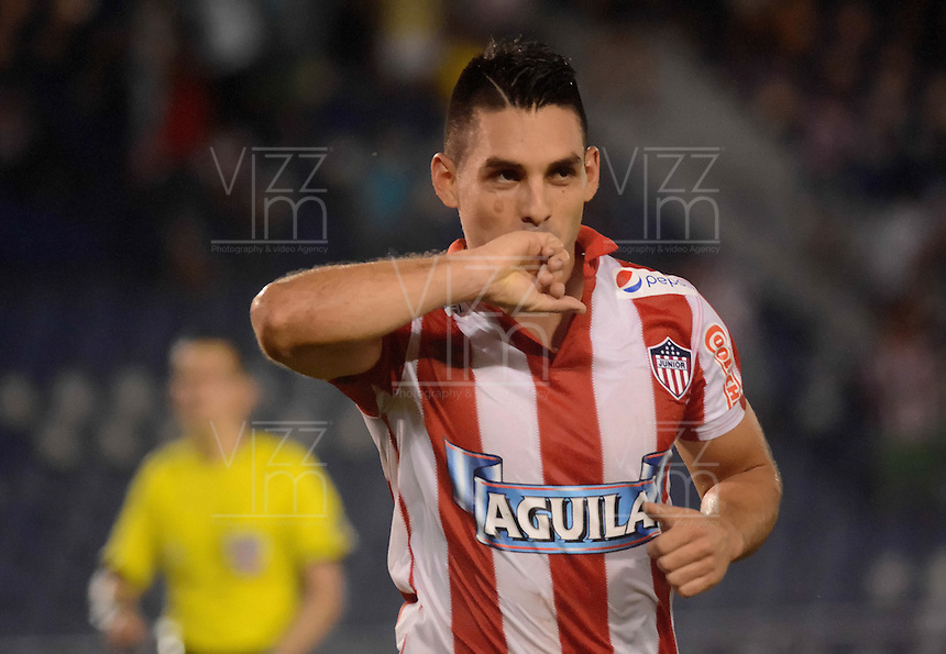 BARRANQUIILLA -COLOMBIA-02-11-2014. Jorge Andres Aguirre (Izq) jugador de Atlético Junior celebra un gol anotado a Once Caldas durante partido por la fecha 17 de la Liga Postobón II 2014 jugado en el estadio Metropolitano Roberto Meléndez de la ciudad de Barranquilla./ Jorge Andres Aguirre (L) player Atletico Junior celebrates a goal scored to Once Caldas during match for the 17th date of the Postobon League II 2014 played at Metropolitano Roberto Melendez stadium in Barranquilla city.  Photo: VizzorImage/Alfonso Cervantes/STR
