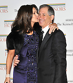 Washington, DC - December 5, 2009 -- Lynda Carter has a kiss for her husband Robert Altman as they arrive for the formal Artist's Dinner at the United States Department of State in Washington, D.C. on Saturday, December 5, 2009..Credit: Ron Sachs / CNP.(RESTRICTION: NO New York or New Jersey Newspapers or newspapers within a 75 mile radius of New York City)