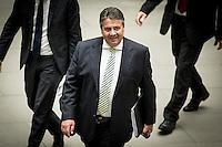 Bundeswirtschaftsminister und Vizekanzler Sigmar Gabriel (SPD) stellt am Montag (01.06.15) in Berlin das Sondergutachten der Monopolkommission &bdquo;Wettbewerbspolitik: Herausforderung digitale M&auml;rkte&ldquo; vor.<br /> Foto: Axel Schmidt/CommonLens
