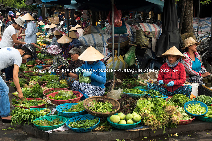 The colorful market of Hoian (vietnam) where he buys the local population.<br /> HOIAN-VIETNAM