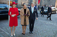 La reine Mathilde de Belgique, la reine Maxima des Pays-Bas, le roi Willem-Alexander des Pays-Bas, , au Parlement hollandais de La Haye.<br /> Pays-Bas, La Haye, 28 novembre 2016.<br /> Queen Mathilde of Belgium, Dutch Queen Maxima,  Dutch King Willem-Alexander at the 'Binnenhof' governmental building complex in The Hague, on the second day of a three-day State visit of the Belgian royal couple to The Netherlands.<br /> Netherlands, The Hague, 29 November